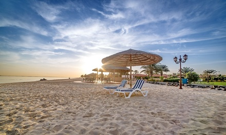 Abu Dhabi: 1-Night Stay for Two with Breakfast at 5* Danat Jebel Dhanna Resort