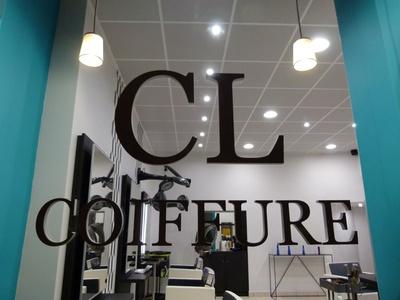 Shampoing, coupe et brushing avec couleur ou mèches en option dès 24,90 € chez CL Coiffure