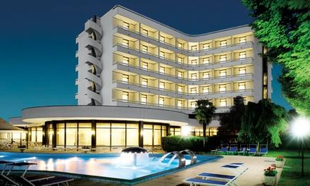 Montegrotto Terme: fino a 7 notti in mezza o pensione completa con accesso alle terme per 2 persone all'Hotel Commodore