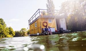 """BootCharter Lübeck: 8 Std. Hausboot-Tagesmiete """"Tammy"""" für bis zu 9 P.  inkl. Skipper mit BootCharter Lübeck (bis zu 57% sparen*)"""
