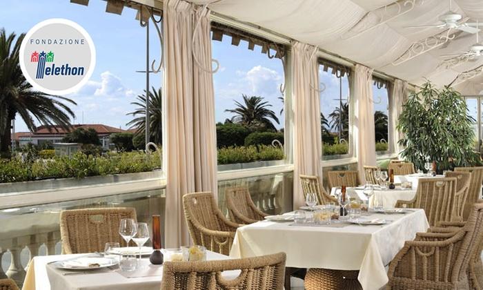 Regina - Principe di Piemonte - Viareggio: Principe di Piemonte - Regina: ristorante panoramico con vista sul lungomare di Viareggio da 44,90 €