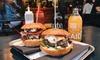 Burger mit Fries und Dips