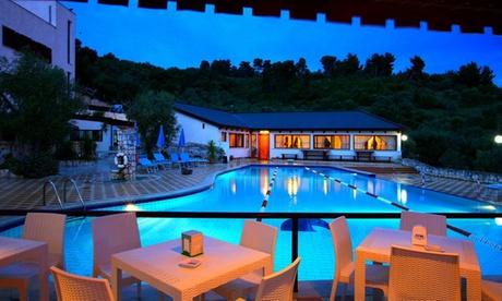 Vieste: camera Classic con colazione o mezza pensione per 2 persone all'Agri Costella House Resort