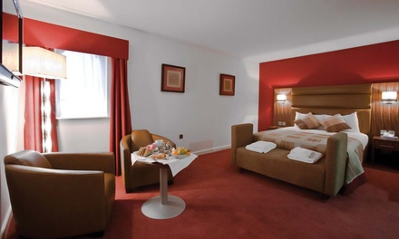 Berkshire: 1 or 2 Nights for Two with Breakfast, Drink on Arrival and Late CheckOut at Best Western West Grange Hotel