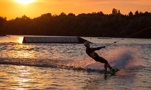 Beachclub Nethen: 2 Std. Wakeboard od. Wasserski fahren inkl. Equipment und Eintritt für 1 oder 2 im Beachclub Nethen (bis zu 50% sparen*)