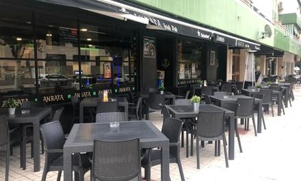 Menú de hamburguesa para 2 con bebida y opción a combo y postre en Anbata Irish Pub (hasta 56% de descuento)