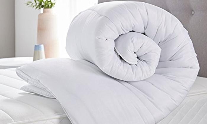 jusqu 39 23 housse de couette plume de canard groupon. Black Bedroom Furniture Sets. Home Design Ideas