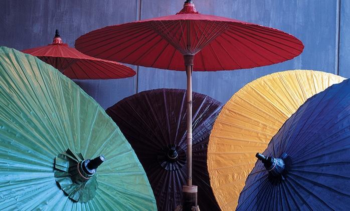 Handgefertigter Bambus-Sonnenschirm in der Farbe nach Wahl