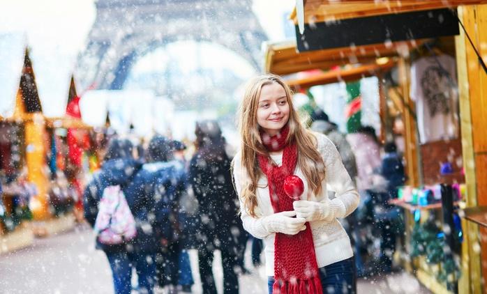 Weihnachtsmarkt auf den Champs-Elysées: Seine-Kreuzfahrt mit Essen und Getränk für 1 bis 4 Personen