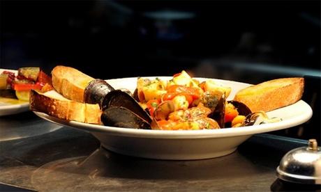 Menú italiano para 2 o 4 con entrante, principal, postre y bebida desde 19,95 € en Mezzaluna Pizzeria Trattoria & Cafe