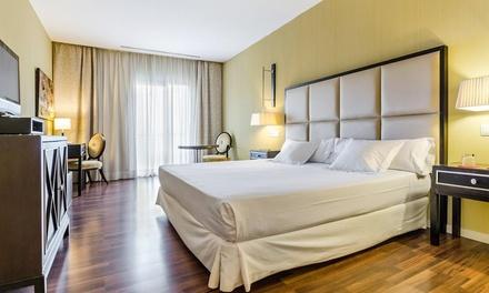 Mar Menor: habitación doble para 2 con acceso a jacuzzi, botella de vino, parking y opción desayuno en Hotel 525 4*