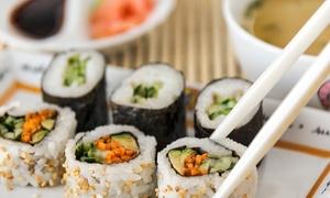 SushiBar: Cena con entrada + tabla de sushi + postre + copa bienvenida para doso cuatro en SushiBar