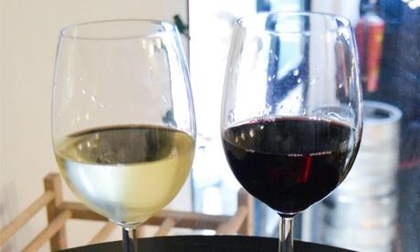 4 copas de vino francés y pinchos o 1 botella de vino con tabla de quesos para 2 personas desde 9,95 € en La Guinguette