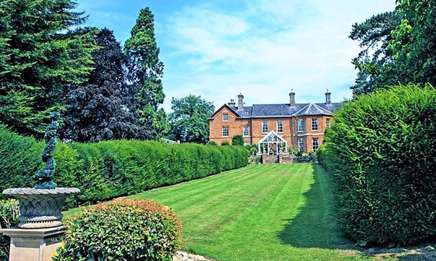 Northamptonshire: Double or Twin Room for Two with Breakfast, Leisure Access and Optional Dinner at 4* Sedgebrook Hall