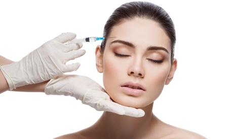 Tratamiento facial rejuvenecedor con infiltración de 1 o 2 viales de ácido hialurónico en TopClinic Madrid