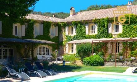 Proche Avignon : 1 à 2 nuits avec dîner Menu du Chef et verre du Châteauneuf du Pape en option pour 2 à La Sommellerie