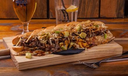 """Menú """"Venezuelan Street Food"""" para dos con entrante, principal, bebida y opción a copa desde 14,99 € en Por Estas Calles"""