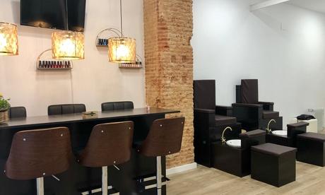 Sesión de manicura y/o pedicura con esmaltado normal o semipermanente desde 12,95 € en Bio Bella