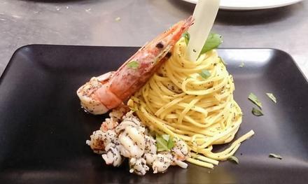 Degustazione gourmet di mare con vino