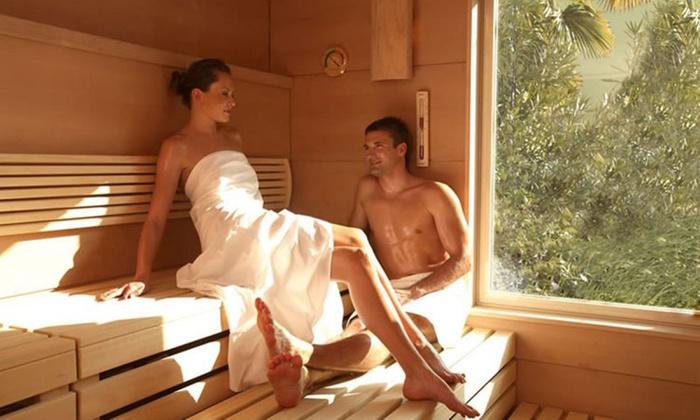 Percorso spa illimitato di coppia anche notturno con accesso alla piscina esterna e menu cena da Spa Fattoria Belvedere