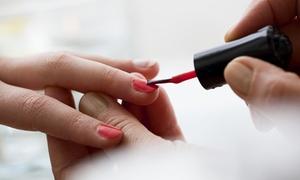 Kosmetik Städtler: 45 Min. klassische Maniküre, opt. 45-60 Min. Maniküre mit Delaclight UV-Lack, bei Kosmetik Städtler (bis zu 55% sparen*)