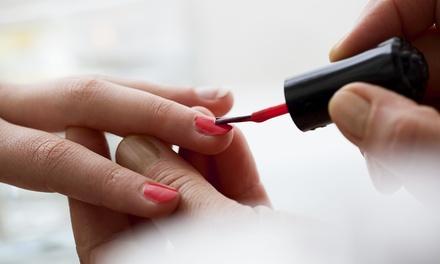 Deluxe manicure met gellak bij Victoria's Health And Care in Den Haag