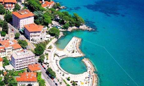 Croazia: fino a 7 notti in camera doppia standard con mezza pensione per 2 persone all'Hotel Mozart 5*