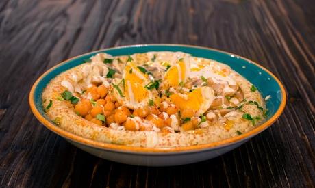 Menú para 2 o 4 con aperitivo, entrante, principal, postre y bebida en Hummus Original (hasta 35% de descuento)