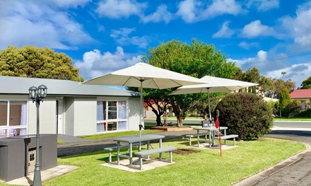 Apollo Bay, VIC: 14 to 60 Nights in a Pet-Friendly Villa for Six with Wine and Late Check-Out at Paradise Court Villas