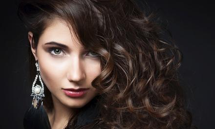 Seduta per capelli con shampoo, taglio, piega, colore e trattamenti specifici da Parrucchiera Serena (sconto fino a 83%)