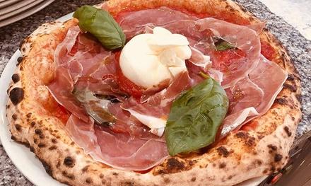 Menu pizza, focaccia o calzone e birra per 2 o 4 persone alla Pizzera Cernaia 31, zona Porta Susa (sconto fino a 53%)
