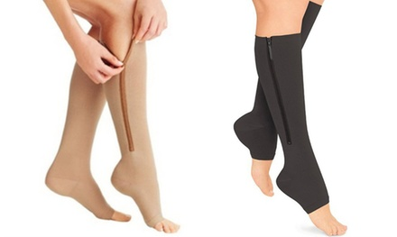 2 ou 3 paires de bas de compression, noir ou nude, apaisent les jambes et les pieds