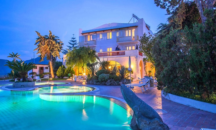 Hotel Internazionale - Hotel Internazionale: Fino a 7 notti in mezza pensione, accesso alle piscine termali e navetta spiaggia per 2 persone all'Hotel Internazionale
