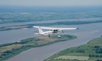 30 Min. Rundflug über Hamburg mit Cessna 172 für eine oder drei Personen mit hanseAIR (bis zu 60% sparen*)