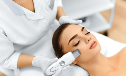 Two or Four Microdermabrasion Sessions at Silhouette Élégance (Up to 72% Off)