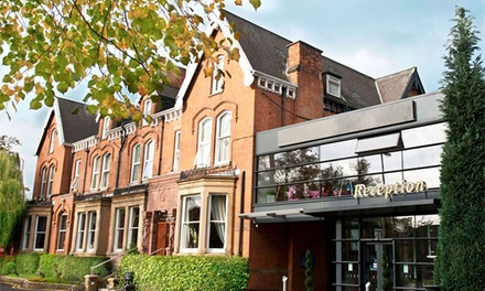 Manchester: Double Room for Two with English Breakfast and a Glass of Prosecco at Hallmark Inn Manchester