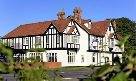 Oxfordshire: 4* Stay with Breakfast