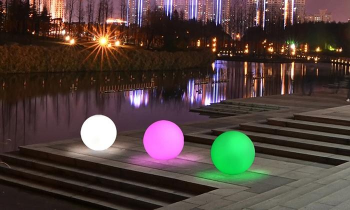 Bolas decorativas de jard n o cubos luminosos groupon for Setas decorativas para jardin