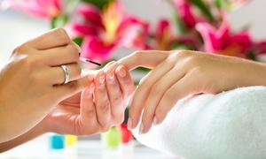 Lady & Oscar: Corso di manicure con smalto semipermanente per una o 2 persone (sconto fino a 82%)