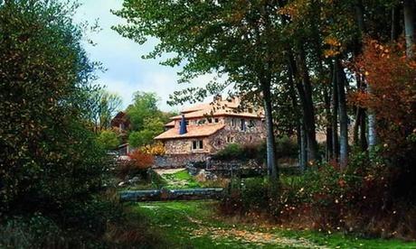 Herreros: 1, 2 o 3 noches para 2 con jacuzzi, desayuno y opción a picnic, paseo en bicicleta y botella en Enclave Soria