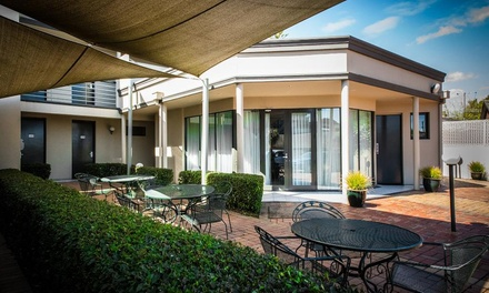 Glen Waverley, Melbourne: 13 Nights for Two with Breakfast, Wine and Late CheckOut at The Waverley International Hotel
