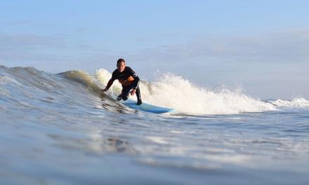 Scheveningen: hele dag surfen incl. materiaal en theorie en praktijkles van 2 uur bij Hart Beach Quiksilver Surfschool