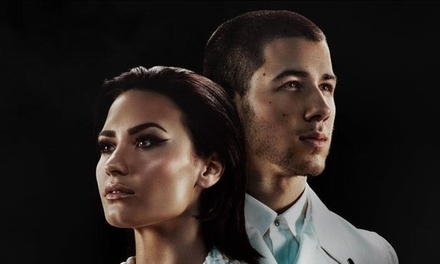 Demi Lovato & Nick Jonas on July 26, 2016, at 7 p.m.