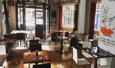 Menú de cocina Nikkei para 2 o 4 con entrante, tapas, postre y bebida en Pisco Tapas (hasta 54% de descuento)