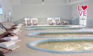 TERME DI AGNANO: Percorso spa con piscine termali, grotte naturali e camera in day use alle Terme di Agnano (sconto fino a 64%)