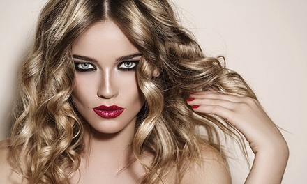 Sesión de peluquería con corte y peinado con opción a tinte y/o mechas o a alisado desde 14,95 € en Origen Orgánico