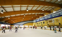 Patinaje ilimitado sobre hielo para 2 o 4 personas desde 11,95 € en Club de Hielo de Benalmádena