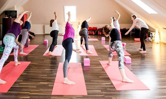 movenyo - movenyo: 5er- oder 10er-Karte für Kurse nach Wahl wie Pilates, Yoga oder Tanz bei movenyo (bis zu 77% sparen*)