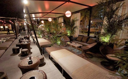 2 o 4 combinados, mojitos o cervezas para 2 personas desde 6,90 € en TAO Club & Garden