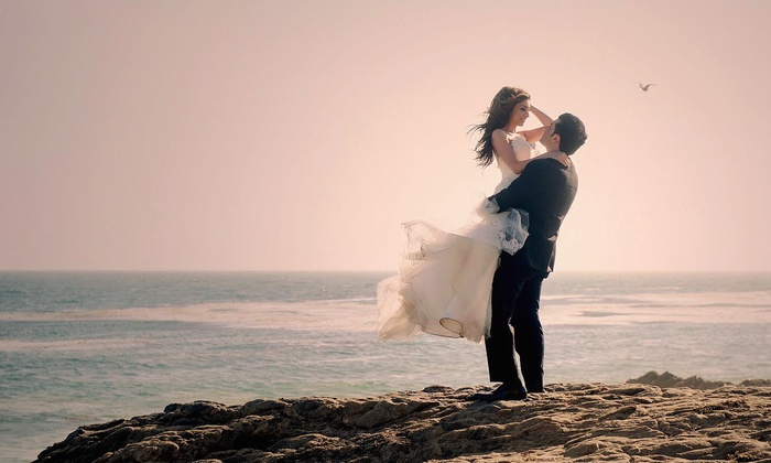 Crystal Art Photography - Los Angeles: 60-Minute Wedding Photography Package from Crystal Art Photography  (70% Off)